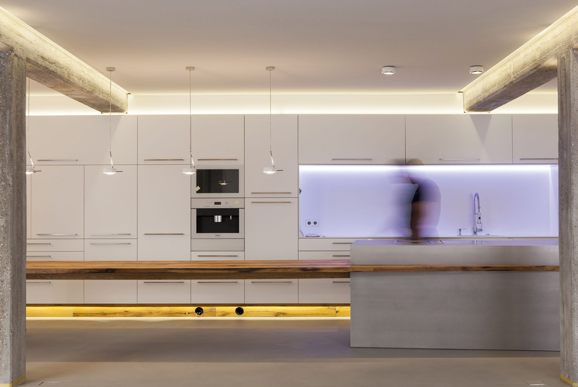 Bauhaus kubus iqexklusivhaus for Musterkuchen mit kochinsel